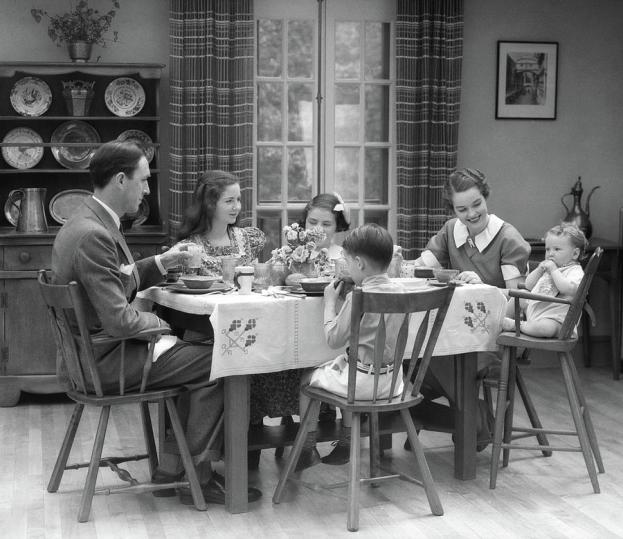 1930s-family-of-6-sitting-at-the-table-vintage-images.jpg